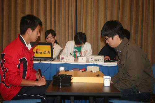 图文-智运围棋业余公开赛半决赛韩朝之战成为焦点