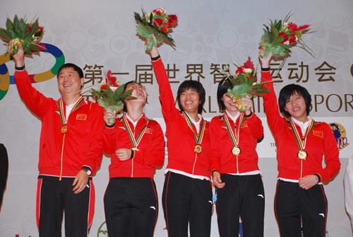 图文-智运会围棋女子团体颁奖仪式我们为冠军欢呼