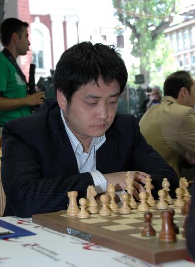 图文-索非亚国象大师赛落子中国棋手王�h专注对局