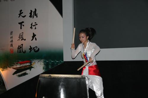 韩国美女黑鼓表演