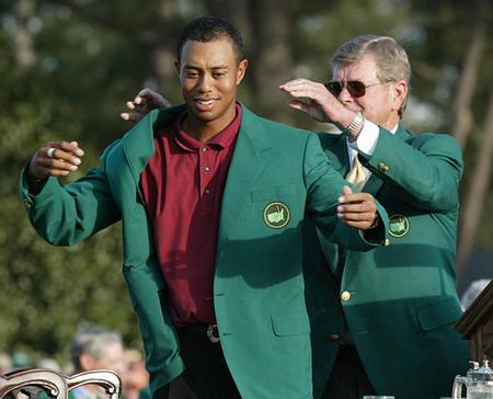 高尔夫美国名人赛冠军荣誉:披上绿上衣