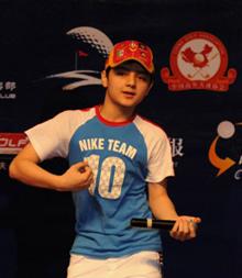 """北京站户外晚宴热烈炫目阿尔法小""""刘谦""""现身"""