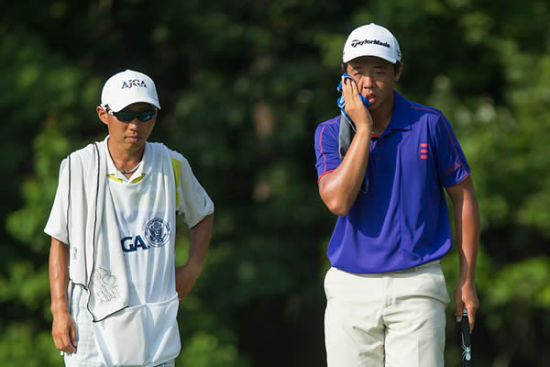 张华创在高尔夫比赛中