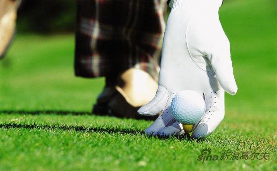 挥杆打高尔夫