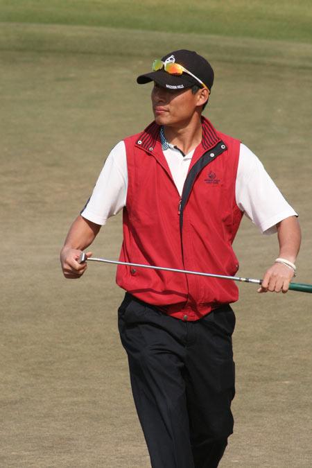 图文-中国业余公开赛决赛轮梁盛利满意推杆