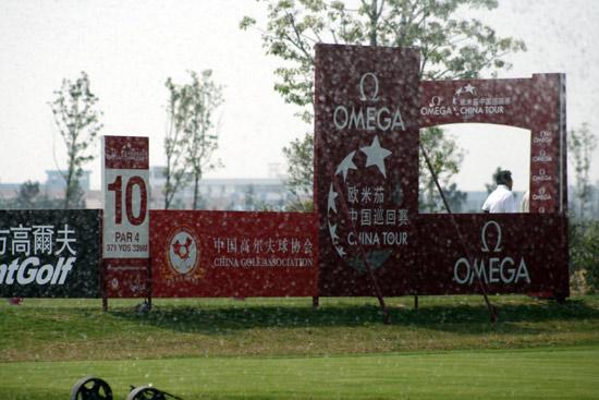 图文-中巡上海锦标赛前瞻透过水花看第十洞
