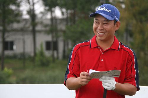 图文-俱乐部联赛中南分区赛第二轮丘志峰查看码数