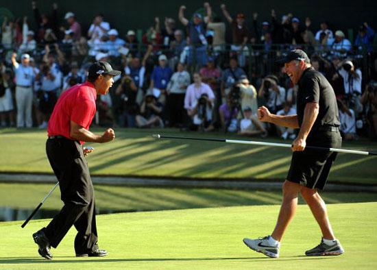 图文-美国公开赛决赛轮伍兹表现威廉姆斯看线有功
