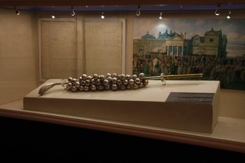 图文-圣安德鲁斯高尔夫文化展珍贵的银质球棒