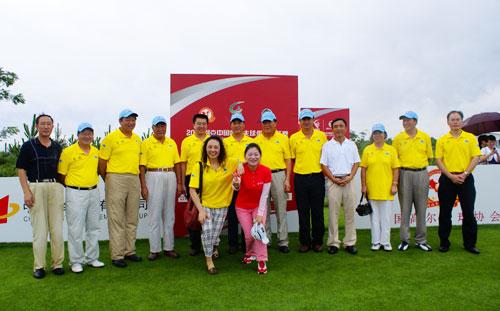 图文-俱乐部联赛华东分区赛开杆领导与嘉宾合影
