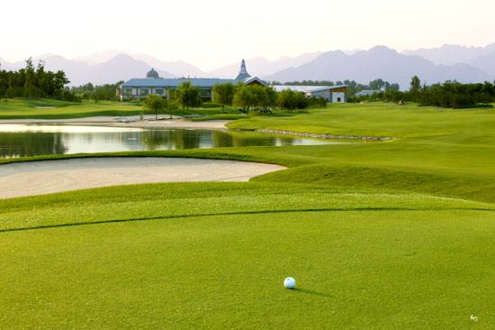图文-华彬高尔夫俱乐部美景绿色掩映下的会所