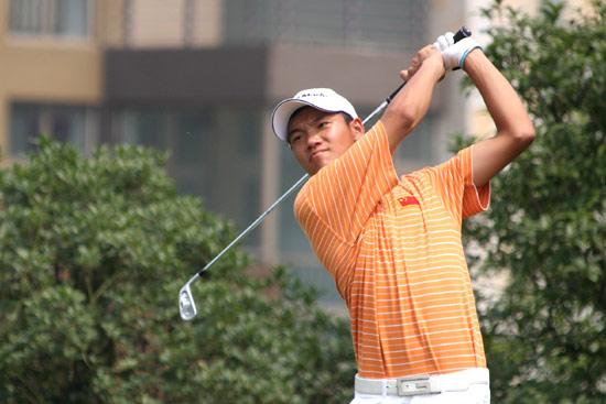 图文-中巡麓山锦标赛第三轮叶剑峰在2号洞开球
