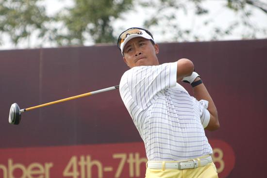 图文-中巡麓山锦标赛第三轮刘安林在11号洞开球