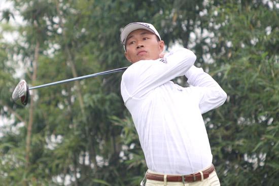 图文-麓山锦标赛决赛轮收杆肖志金在6号洞开球