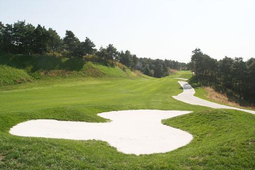 图文-沈阳陨石山高尔夫球场球道沙坑