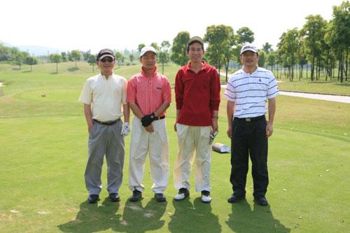 图文-浙江大学校友高尔夫俱乐部成立选手亮相