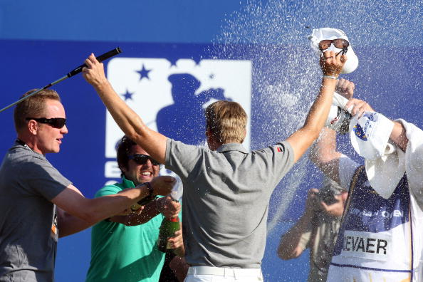 图文-欧洲公开赛决赛轮庆祝胜利时刻