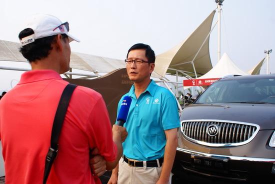 图文-俱乐部联赛北二区别克施弘接受采访