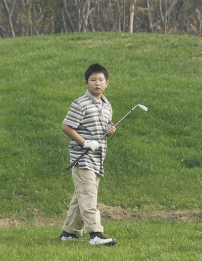 图文-天一少年高尔夫赛李瑞麟沉着老练