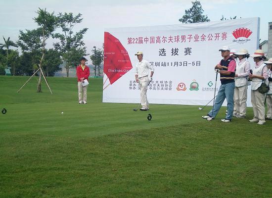 图文-22届男子业余公开赛选拔赛正中站准备开球