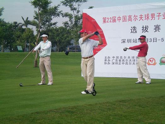 图文-22届男子业余公开赛选拔赛正中站热身准备