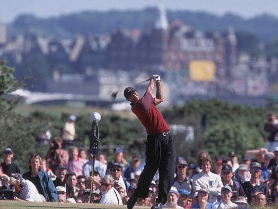 图文-伍兹打球生涯伟大时刻赢得2000年英国公开赛