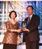 图文-中国球队海外赛颁奖旅游局和云顶代表