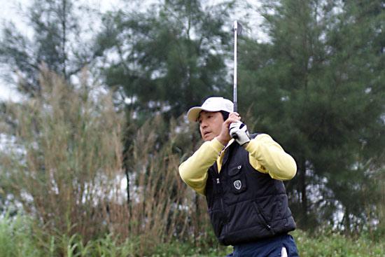 图文-中信FGT赛芒街站赛场蔡庆锵挥杆