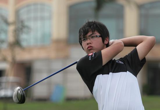 图文-汇丰青少年赛ABC组次轮开球收杆
