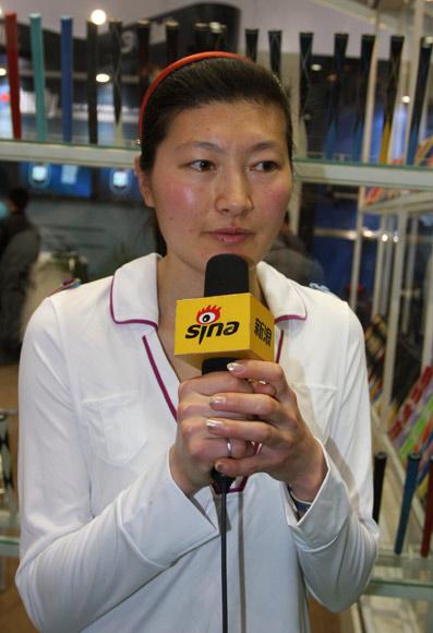 图文-世界冠军球队亮相高博会邢慧娜接受新浪专访