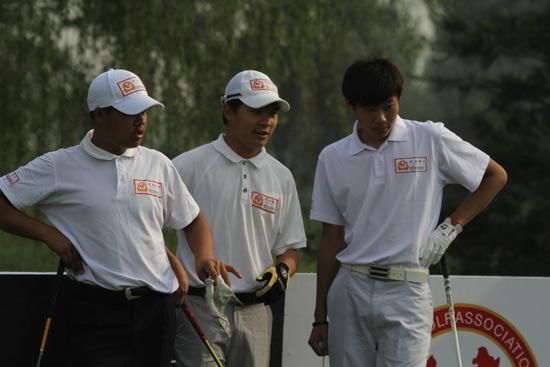 图文-汇丰青少年冠军赛首轮张进一组
