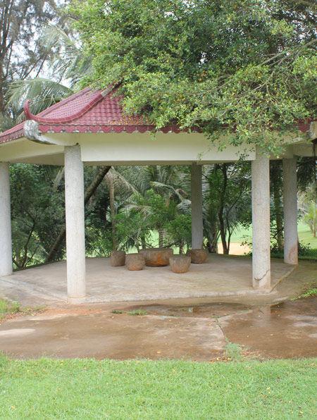 图文-海南台达高尔夫俱乐部 随处可见的休息凉亭