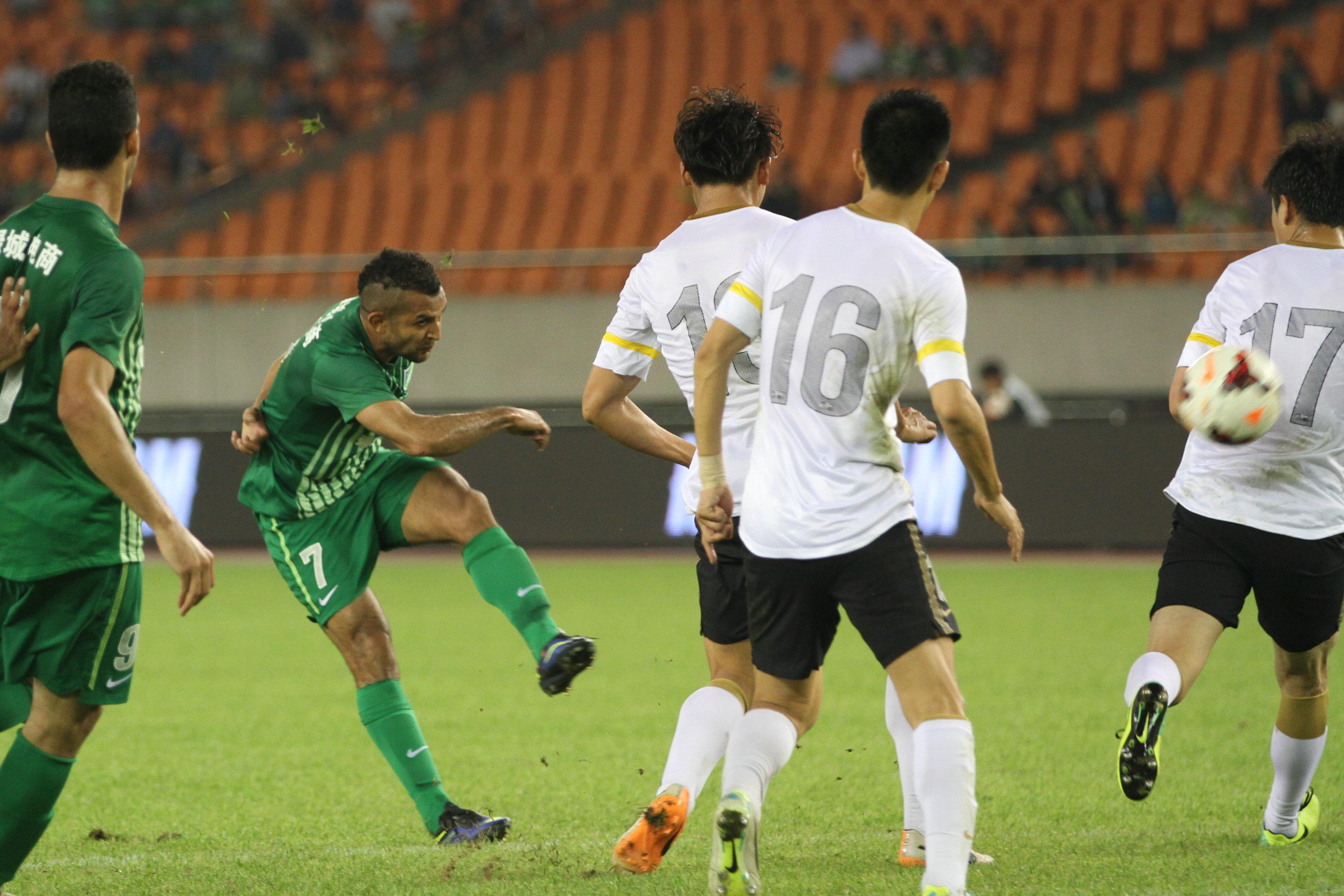 2014年5月10日,杭州绿城与上海申鑫比赛。