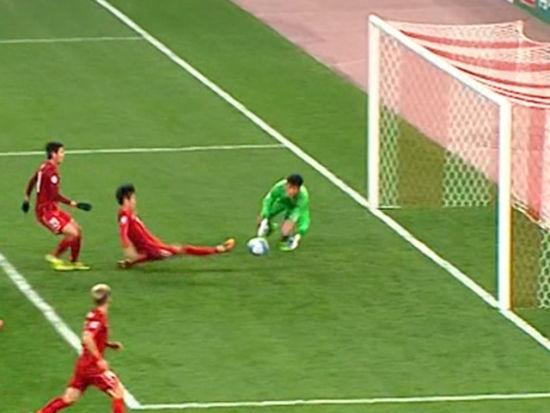 视频-上港任意吕文君铲射破门 越位在先被吹无效