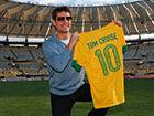 视频-阿汤哥参观巴西世界杯球场 传奇亲赠10号战袍