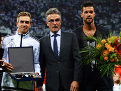 视频-德国队赛前纪念仪式 巴拉克告别&拉姆百场