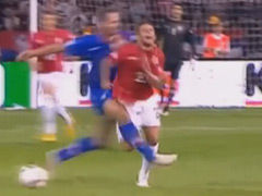 视频-恶劣!这是踢球么? 凶悍剪刀腿放翻对手