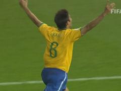 视频-卡卡世界杯唯一进球 绝妙彩虹弧线+经典庆祝
