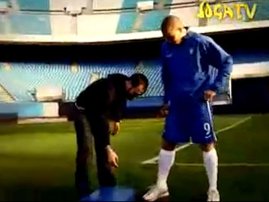 视频-骗人的足球神技之 大罗连续两脚中横梁