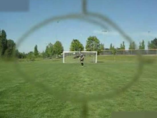 视频-骗人的足球神技之 鲁尼50米外击中摄像机