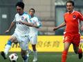 后卫失误造赛季首个乌龙 青岛主场胜江苏