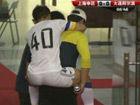 视频-连沪战于汉超受伤被背出场 徐亮担架抬下场