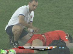 视频-杜威抢点人仰马翻 重摔在地被担架抬出场