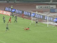 视频-邹正俯身鱼跃冲顶 顾超0反应世界级扑救
