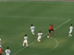 视频-登贝莱脚下踉跄勉强射门 诡异横飞球迷哄笑