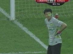 视频-津京德比球迷异常亢奋 看台激光笔问候杨智