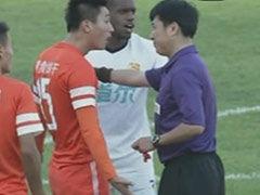 视频-争议!朱建荣武汉禁区倒地 裁判未予判罚