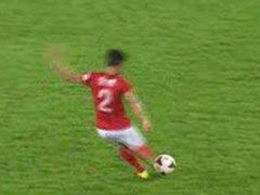 视频-廖力生弧线球攻门 皮球击中横梁立柱交界处