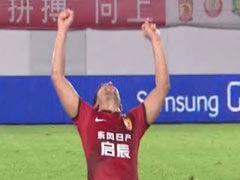 进球视频-埃神任意球演帽子戏法 跪地扬臂庆祝
