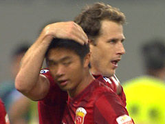进球视频-武磊倒钩射门被扑 海森门前补射扳平